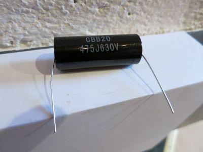 4,7µF/630V schwarz